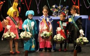 Comienza el carnaval con la coronación de la reina y la actuación de la comparsa local