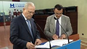 Firma del convenio de colaboración entre Diputación de Huelva y Resurgir