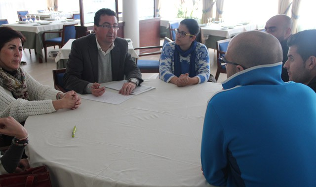 González se ha reunido con alumnos y profesorado.