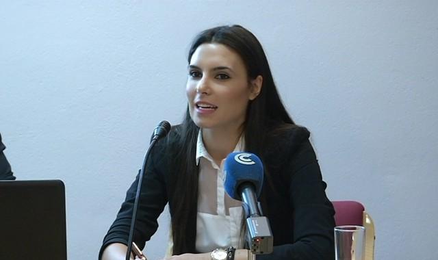 Ana Delgado-abogada