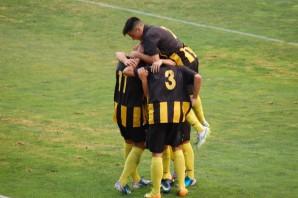 Los jugadores del San Roque celebran un gol.