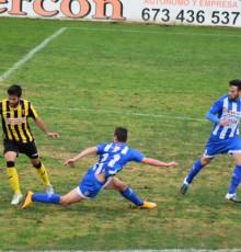 Marco Rosa en un lance del partido en el Ciudad de Lepe.
