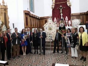 Miembros de la Gestora de San Isidro con el pregonero y la presentadora