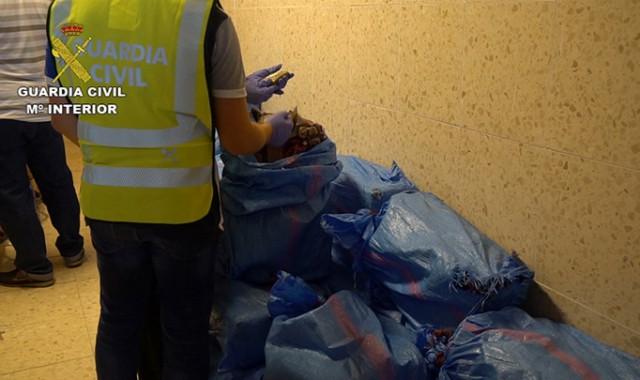 Intercepta una embarcación en Isla Cristina con más de una tonelada de hachís