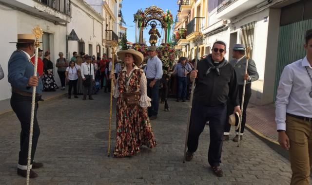 El pueblo de Cartaya peregrina con San Isidro hacia su Pradera