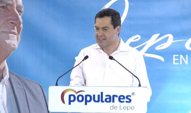 Juan Manuel Moreno arropa al alcalde de Lepe
