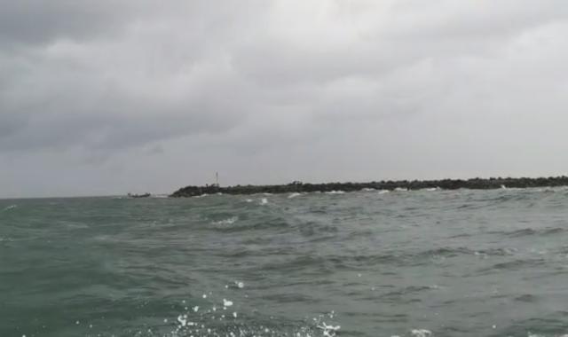 Rescatados los tres tripulantes del Santa Pola tras su naufragio