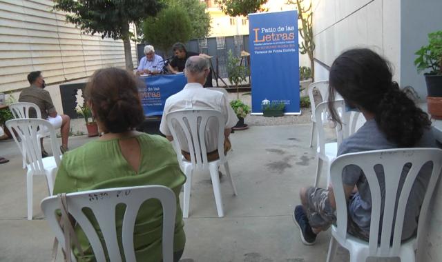 José Martín presenta 'Sobre una pared blanca' en Punta Umbría