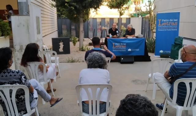 Antonio Orihuela presentó 'Esperar Sentado' en las 'Veladas Literarias' de Punta Umbría