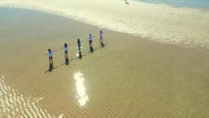 Isla Cristina celebra su V 'Cadena Humana contra la violencia de género'