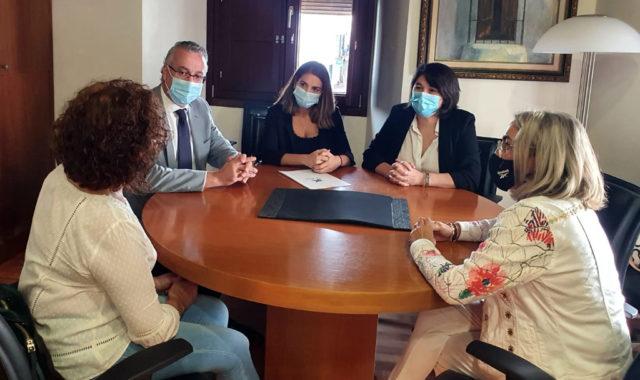 El Ayuntamiento de Cartaya repartirá 180 kits escolares entre las familias desfavorecidas