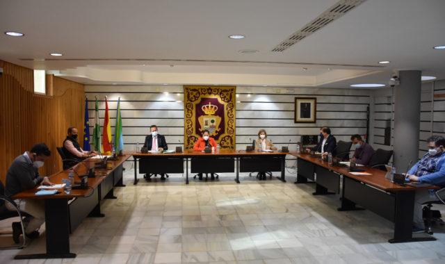 El Pleno de Punta Umbría aprueba la condecoración a los policías atacados en la playa