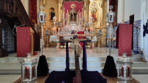 La Hermandad de 'Los 33' llevó a cabo un Via Crucis Claustral en el Viernes Santo isleño