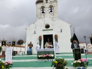 La Misa en honor a la Virgen del Rosario centra una atípica Romería en San Silvestre de Guzmán